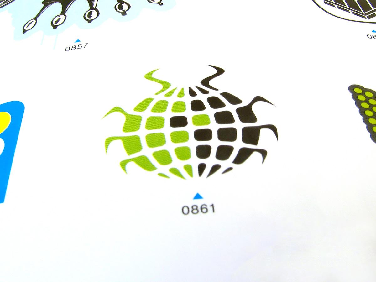 Global roach logo taschen